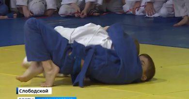 В Слободском прошел Открытый областной турнир по дзюдо